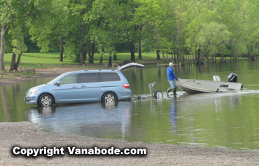 boast pulls car in water