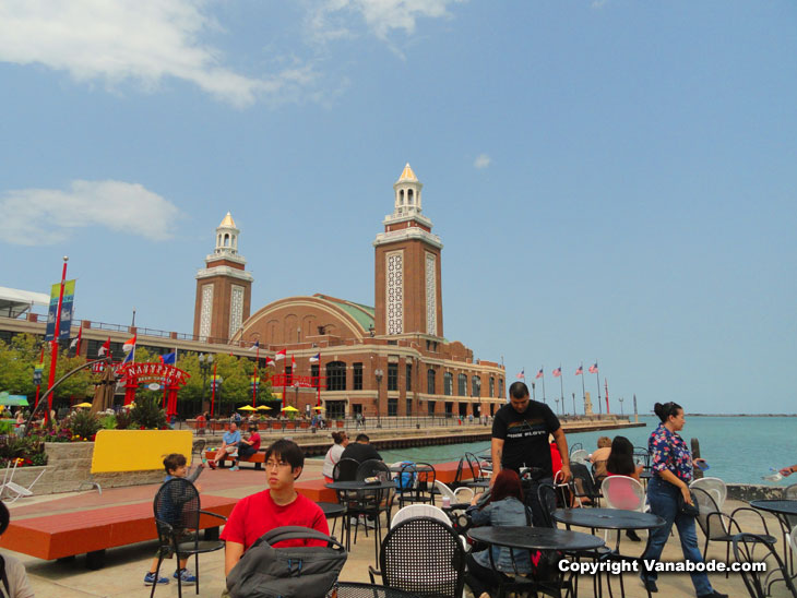 navy pier in chicago hosts food and boating activities