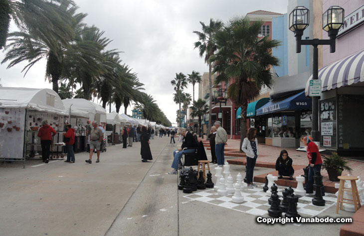 downtown daytona beach art festival picture