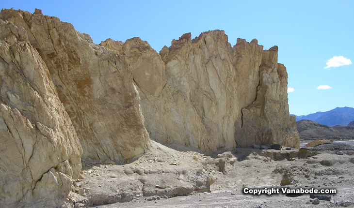 picture of death valley canyon
