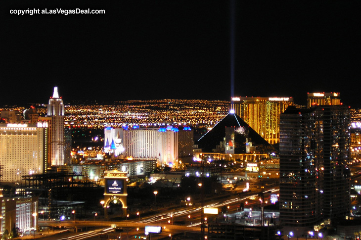 las vegas at night image