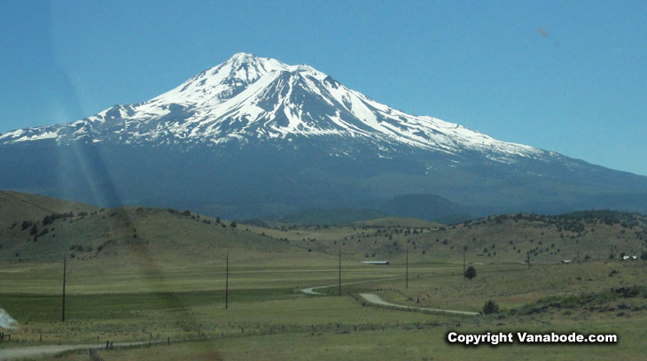 picture of mount shasta in california