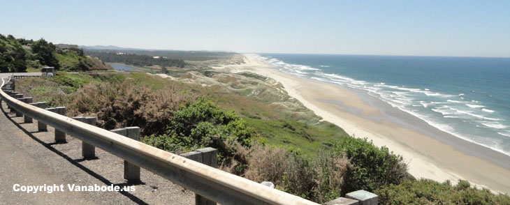 picture of dunes along highway entering florence oregon