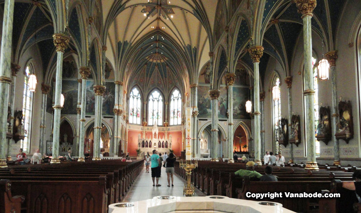 interior picture of cathedral of st john the baptist in savannah georgia