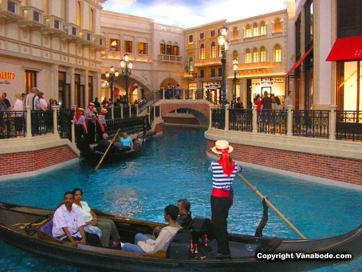 las vegas casino with gondola