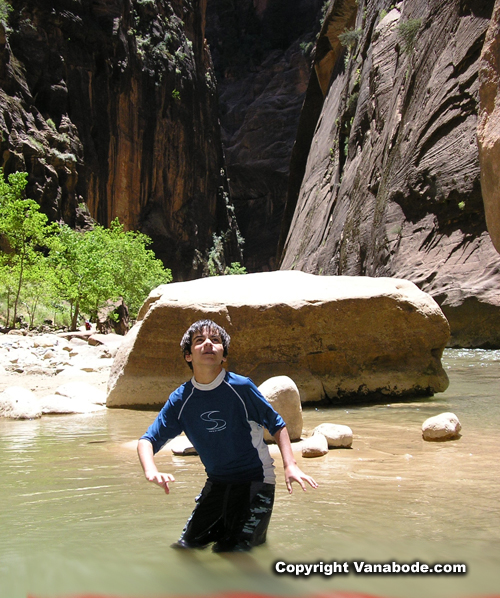 hiking zion narrows picture